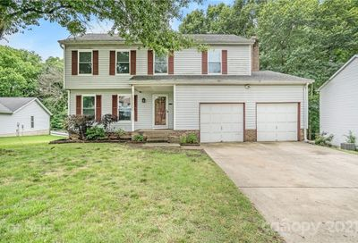 1913 Winsted Court Charlotte NC 28262