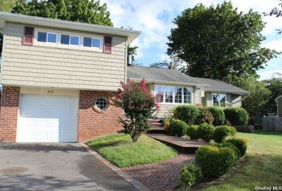 210 Radcliff Drive East Norwich NY 11732