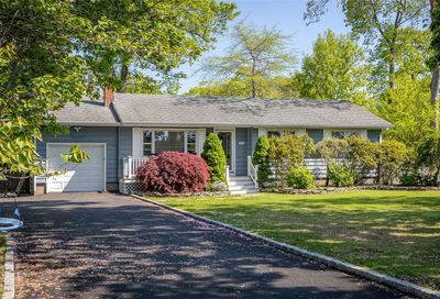 87 Woodlawn Avenue East Moriches NY 11940