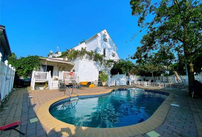 24865 Thornhill Avenue Little Neck NY 11362