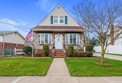 2428 Gladmore Street East Meadow NY 11554
