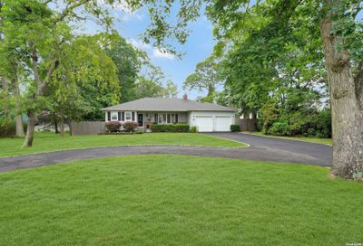 61 Timberpoint Road East Islip NY 11730