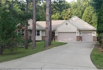 3490 Glenview Court Court Commerce Twp MI 48382