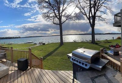 1784 Cass Lake Front Road Keego Harbor MI 48320
