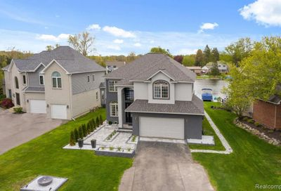 305 Beverly Estates Drive Waterford Twp MI 48328