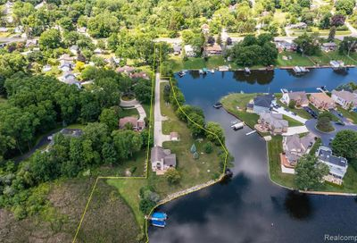 3341 Olivers Point Waterford Twp MI 48328