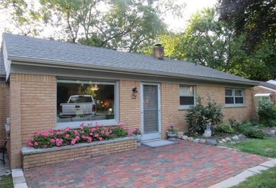 666 S Cass Lake Road Waterford Twp MI 48328