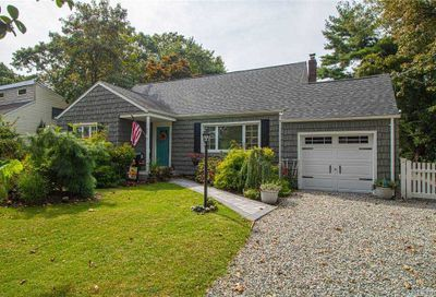 407 Potter Boulevard Brightwaters NY 11718