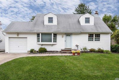 143 Radcliff Drive East Norwich NY 11732