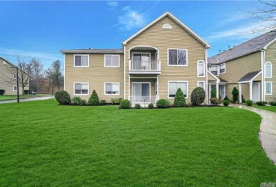 75 Eric Dr Middle Island NY 11953