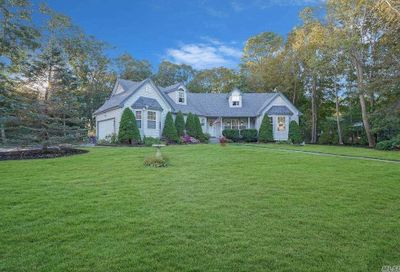 2 Emerald Court Moriches NY 11955