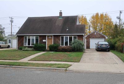 14 Meadow Ln Levittown NY 11756