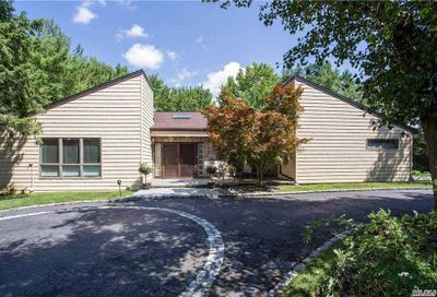 230 Saddle Lane Muttontown NY 11791