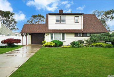 18 Abbey Lane Levittown NY 11756
