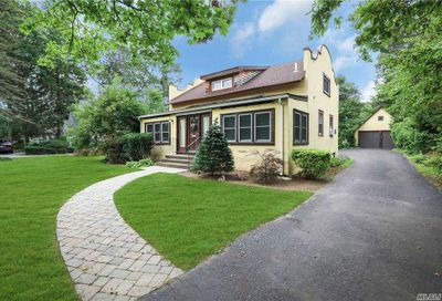 551 Ackerson Boulevard Brightwaters NY 11718