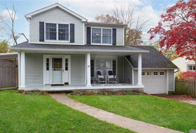 27 Essex Court Port Washington NY 11050