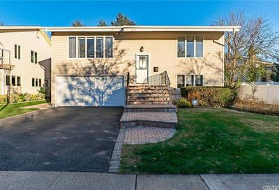 22 Fishermans Drive Port Washington NY 11050