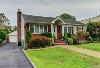 10 Dolores Place Malverne NY 11565