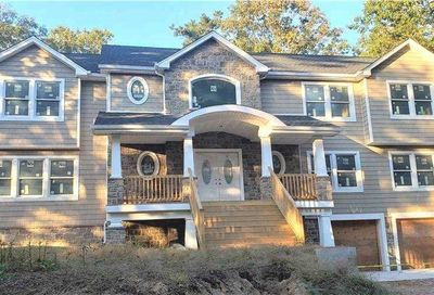 733 Meadow Road Smithtown NY 11787