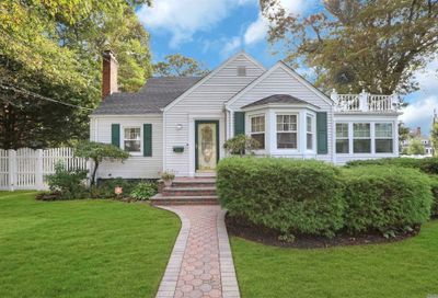 540 Richland Boulevard Brightwaters NY 11718