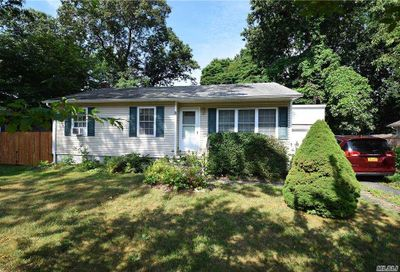 8 Pine Cone Street Middle Island NY 11953