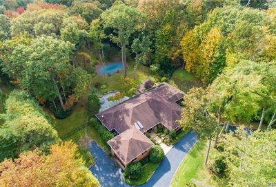 39 The Hollows N Muttontown NY 11732