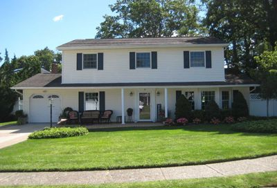 14 Colmar Avenue Lake Grove NY 11755