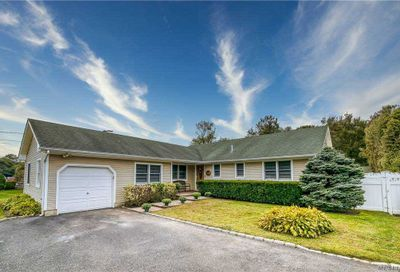 36 West Shore Road Oakdale NY 11769