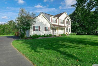 3 Barberry Ln Center Moriches NY 11934