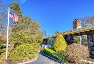 27 Woodbine Ln East Moriches NY 11940