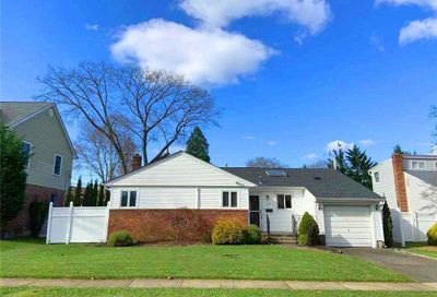 68 Willets Dr Syosset NY 11791