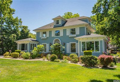9 S Lakeview Avenue Brightwaters NY 11718