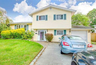 210 Dickman St Brentwood NY 11717