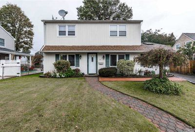45 Farm Lane Levittown NY 11756
