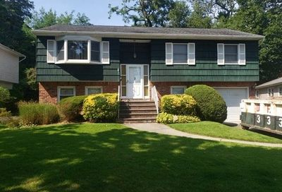 9 Oak Tree Court Albertson NY 11507