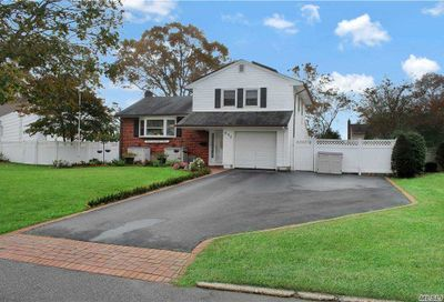 272 Timberpoint Rd East Islip NY 11730