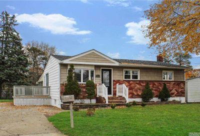 31 Henderson Pl Brentwood NY 11717