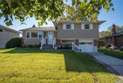 15 Eleanor Lane Plainview NY 11803