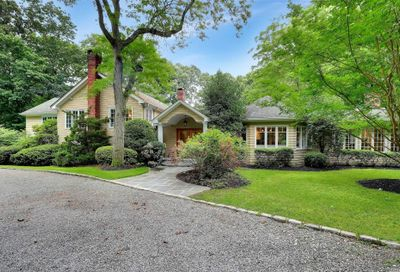 15 Woodcutters Lane Cold Spring Hrbr NY 11724