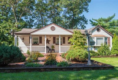 14 Forest Ave Lake Grove NY 11755