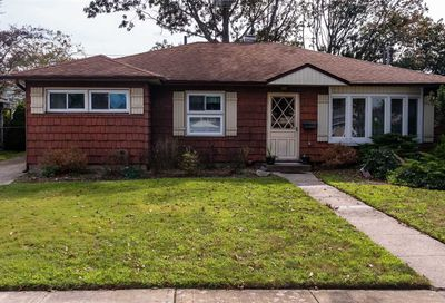 2407 Willoughby Avenue Seaford NY 11783
