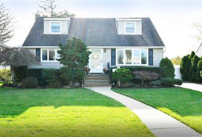 3828 Condit St Seaford NY 11783