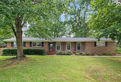 664 North Avenue Winder GA 30680