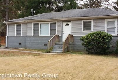 2516 Old Colony Road East Point GA 30344
