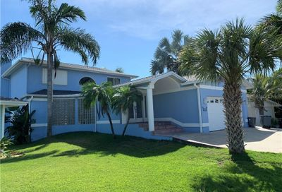859 180th Avenue E Redington Shores FL 33708