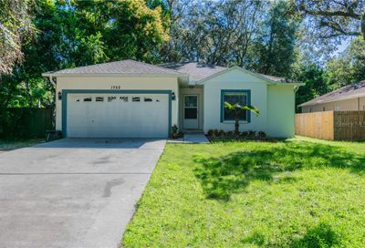 1752 Poinsettia Avenue Tarpon Springs FL 34689