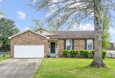 318 Candlewood Dr Clarksville TN 37043