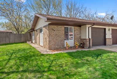 109 Beverly Court Streamwood IL 60107