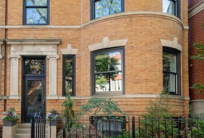 2025 N Howe Street Chicago IL 60614