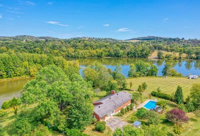135 Second Creek Ln Hartsville TN 37074